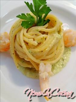 Spaghetti su crema di zucchine e gamberi2