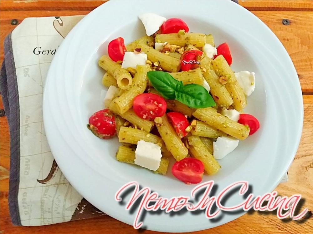 Tortiglioni al Pesto di Pistacchi e Rucola con Ciliegino e Mozzarella2