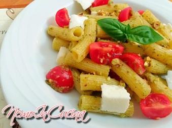 Tortiglioni al Pesto di Pistacchi e Rucola con Ciliegino e Mozzarella3